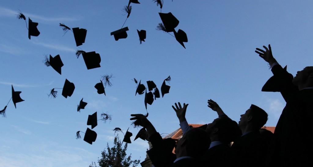 Pochi laureati in Italia. Eppure prendersi una laurea conviene!