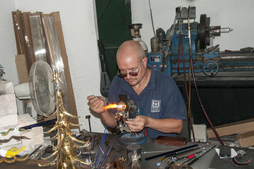Soffiatore e modellatore del vetro