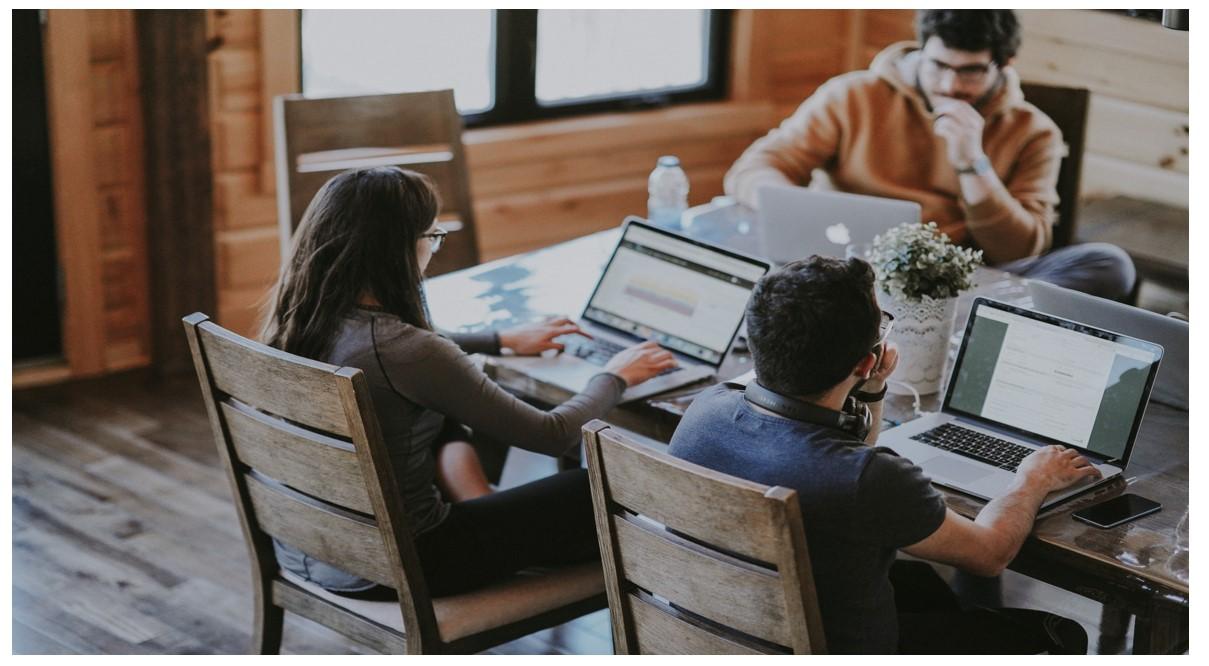 I corsi di formazione online: piattaforme gratuite, progetti universitari e spirito creativo